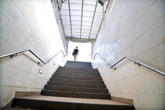 לטפס מדרגות תחנת וולפסון/ צילום: תמר מצפי