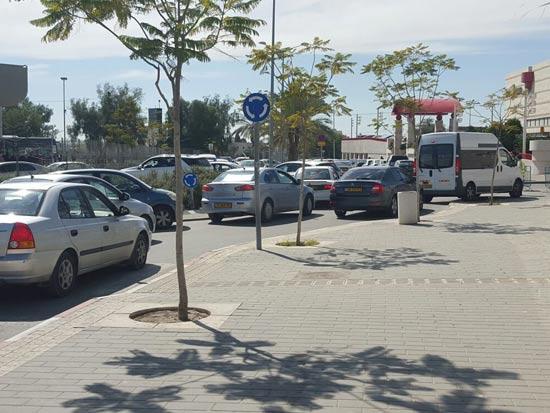פקקים בכניסה לקניון הנגב / צילום: פרטי