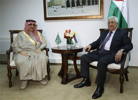 אל-וליד בן-טלאל עם אבו-מאזן. צילום: רויטרס