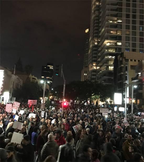 אלפי אנשים בהפגנת המחאה ברוטשילד הערב