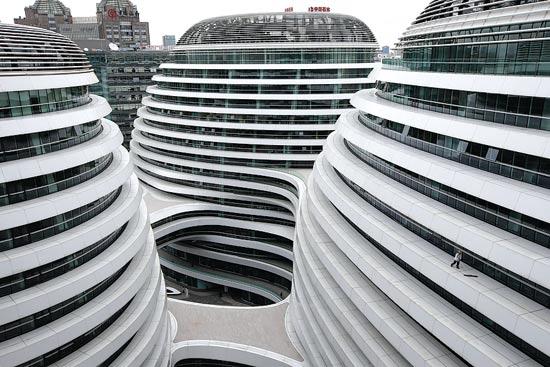 בניין משרדים ומרכז מסחרי בבייג'ין/ צילום:רויטרס