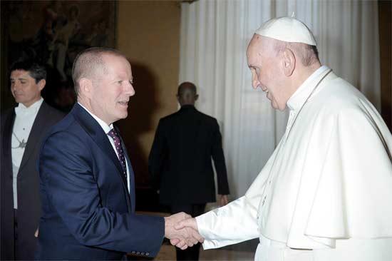 האפיפיור פרנציסקוס ושי רשף/ צילום: לשכת העיתונות של הותיקן