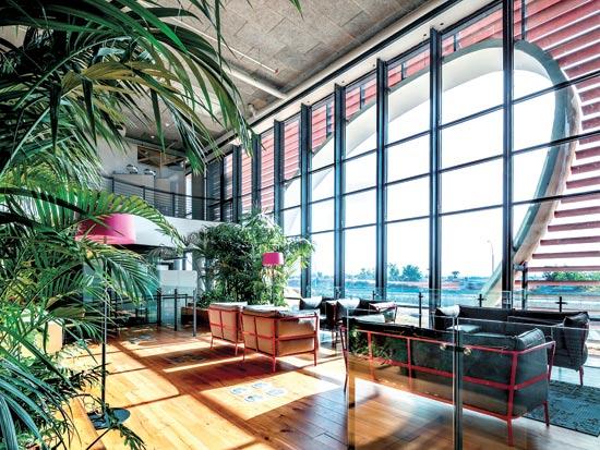 בניין SAP החדש. סלון בכל קומה  / צילום: עוזי פורת