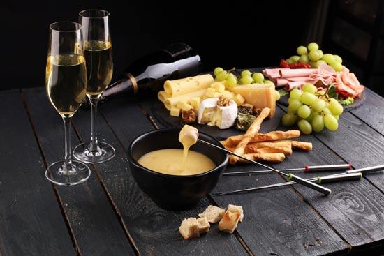 ארוחת פונדו מפנקת בציריך/ צילום:  Shutterstock/ א.ס.א.פ קרייטיב