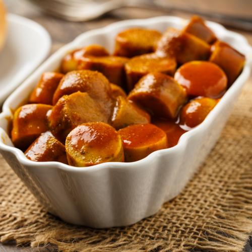 אוכל גרמני מסורתי המוגש בכלי קרמיקה יפהפיים/ צילום:  Shutterstock/ א.ס.א.פ קרייטיב