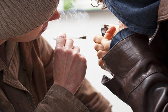 מה מוביל בני נוער לשימוש בסמים/ צילום: Shutterstock/ א.ס.א.פ קרייטיב