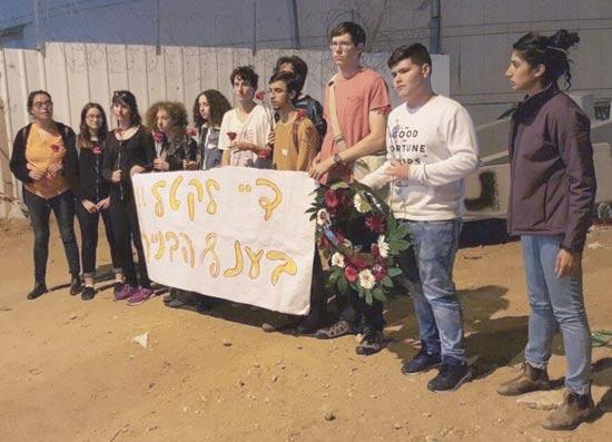 עצרת זיכרון באתר שבו נהרג גביד דלשד בתל אביב. / צילום: אמיר ספיר