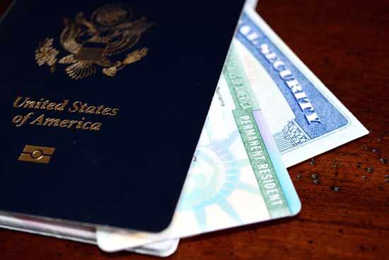 מהי מדיניות הענישה למי שהסיע שוהה בלתי חוקי/  צילום: Shutterstock/ א.ס.א.פ קרייטיב