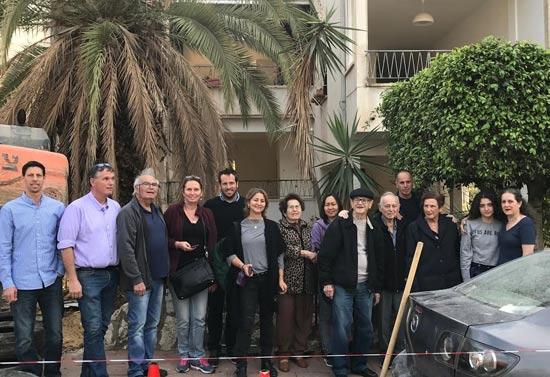 דיירי יואב 18 רמת גן באירוע הריסת הבניין / צילום: הדר עידה