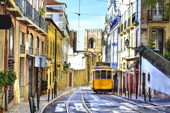 חשמלית צהובה, כך מתניידים ברחובות ליסבון/ צילום: Shutterstock/ א.ס.א.פ קרייטיב