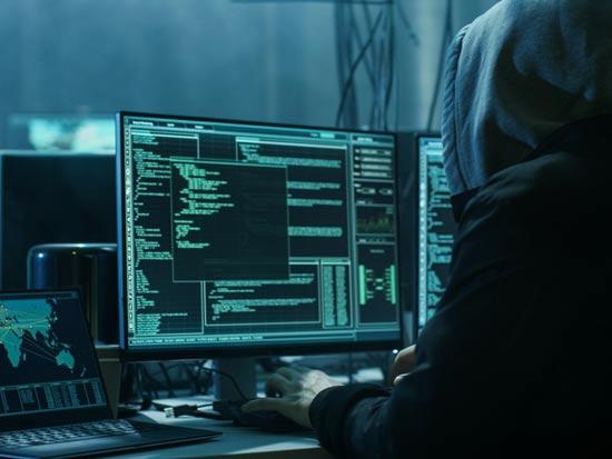 מתקפות סייבר הן איום ממשי על עסקים קטנים ובינוניים/  צילום:Shutterstock/ א.ס.א.פ קרייטיב