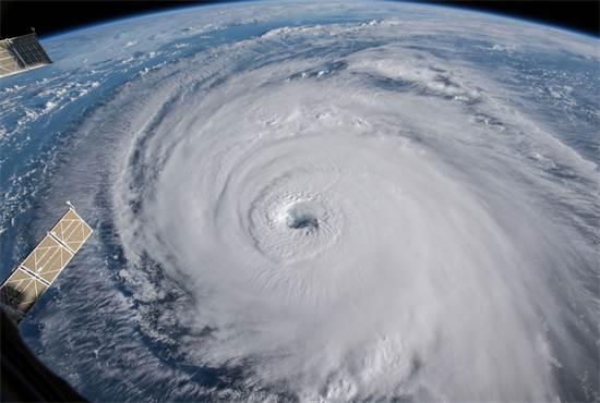 """הוריקן פלורנס מתחנת חלל של נאס""""א / צילום: רויטרס"""