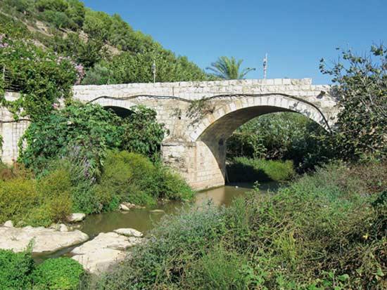 הגשר בדרך לטחנת הקמח של הנזירים / צילום: אורי מתוך ויקיפדיה