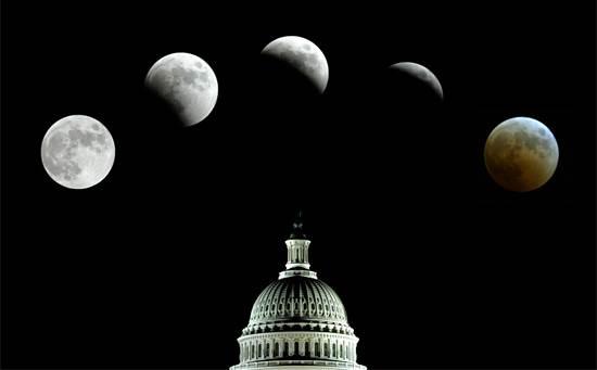 ליקוי ירח מלא מעל הקפיטול / צילום: רויטרס