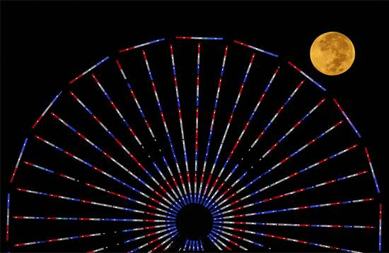 ליקוי ירח מלא בקליפורניה / צילום: רויטרס