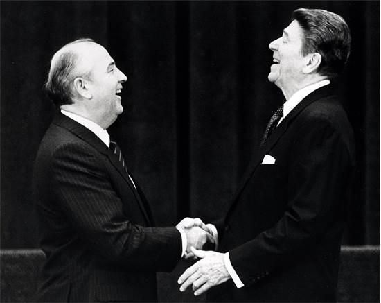 מיכאיל גורבצ'וב ורונלד רייגן, ז'נבה, 1985 / צילום: רויטרס