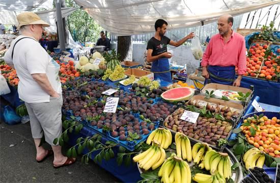 מוכר בשוק באיסנטבול ב-14 באוגוסט / צילום: רויטרס