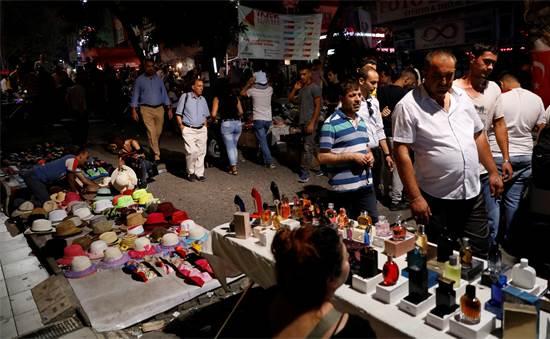 דוכנים ברחוב הראשי של אנקרה אתמול / צילום: רויטרס