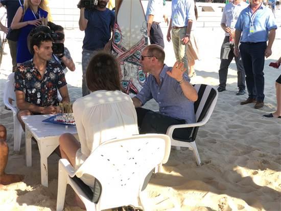 הנסיך וויליאם בחוף תל אביב / צילום: טל שניידר