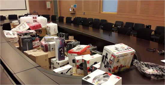 המתנות שדחפו לקשישים בעשרות אלפי שקלים/ צילום: ועדת הכלכלה