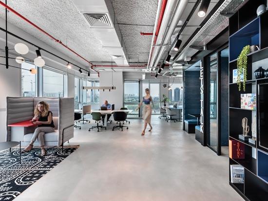 מרכז העסקים של Regus בפתח תקווה / צילום: סמדר עודד; עיצוב: אורלי דקטר