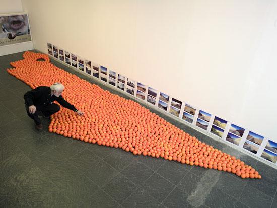 אבנר בר חמא והתפוזים / צילום:  איל יצהר