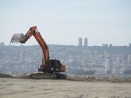 בניית נמל המפרץ / צילום: איל יצהר