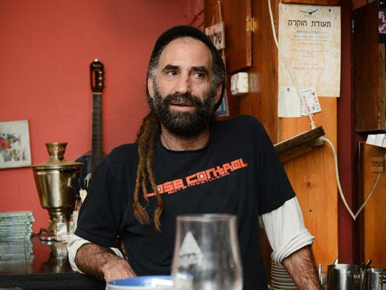 ירון בן עזרי בבר שלו/ צילום: איל יצהר