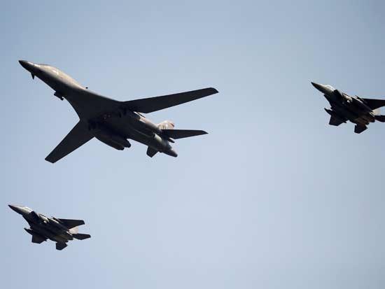 מפציצים אמריקאים בשמי קוריאה / צילום: רויטרס -  Kim Hong-J
