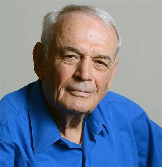 """מייסד סינרון, ד""""ר שמעון אקהויז / צילום: איל יצהר"""