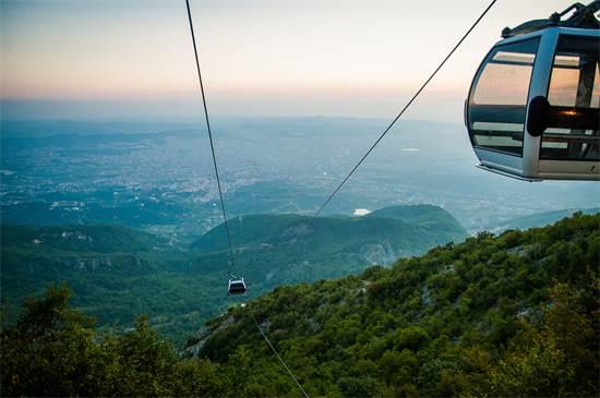 על הרכבל, בדרך לפסגה/צילום: Shutterstock/ א.ס.א.פ קרייטיב
