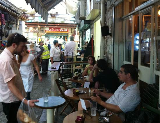 בית קפה מזרחי בשוק מחנה יהודה \ צילום: אריאל ירוזולמסקי