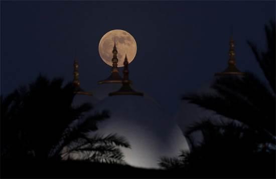 הירח הערב באבו דאבי / צילום: רויטרס