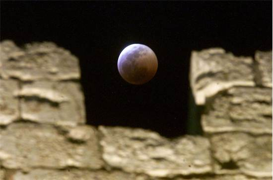 ליקוי ירח בירושלים ב-2001 / צילום: רויטרס