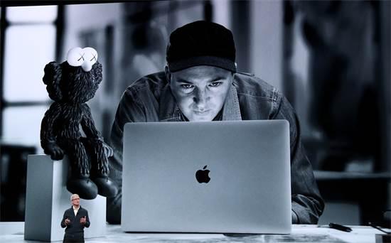 המקבוק החדש של אפל / צילום: רויטרס