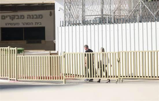 נוחי דנקנר בדרכו לכלא / צילום: שלומי יוסף