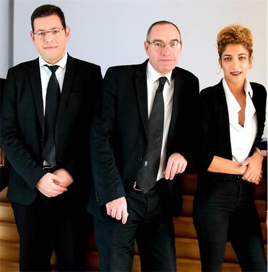 מימין לשמאל: עורכי הדין מירב תהילה, שחר הררי ועודד פלד / צילום: אורי פלג
