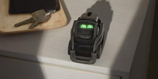 רובוט משוכלל בגודל כף יד/צילום: יחצ