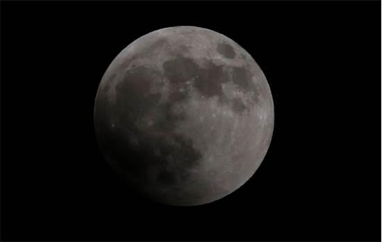 הירח הערב בקהיר, מצרים / צילום: רויטרס