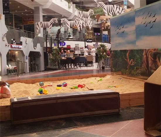 ארגז חול בדיזנגוף סנטר בתל אביב / צילום: שירי דובר