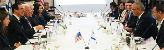 שר האוצר משה כחלון בפגישה עם עמיתו האמריקאי סטיב מנוצ'ין / צילום: דוברות האוצר