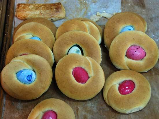 הגרסה הירושלמית לביצי  פסחא בפיתה / צילום: יותם יעקבסון