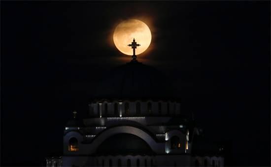 ליקוי ירח מלא בסרביה / צילום: רויטרס