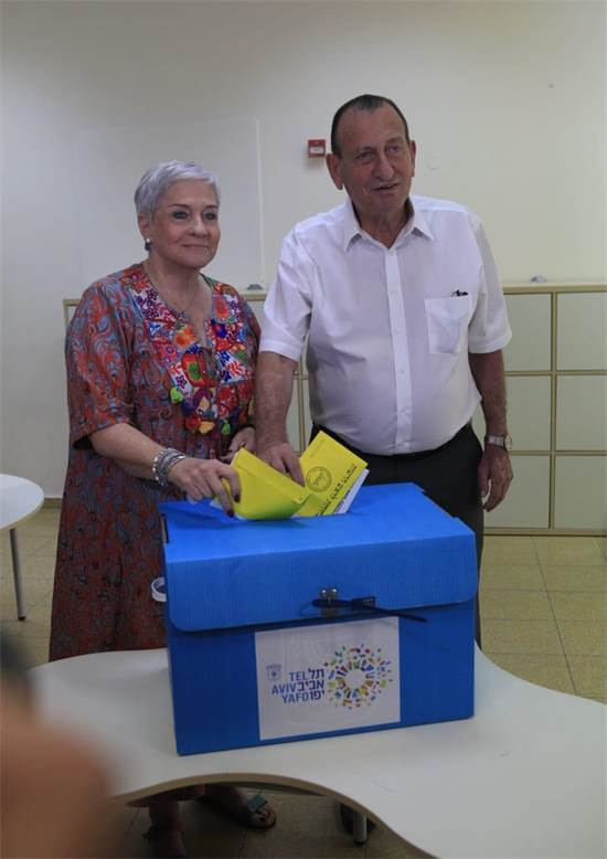 """רון חולדאי בקלפי - בחירות לראשות עיריית ת""""א / צילום: רענן כהן"""