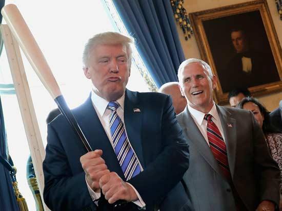 הנשיא טראמפ וסגנו מייק פנס / צילום: רויטרס -  Carlos-Barria