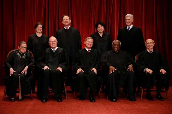 שופטי בית המשפט העליון האמריקאי/ צילום: Jonathan Ernst