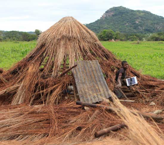 פאנל סולארי בזימבבואה  / צילום: רויטרPhilimon Bulaway o
