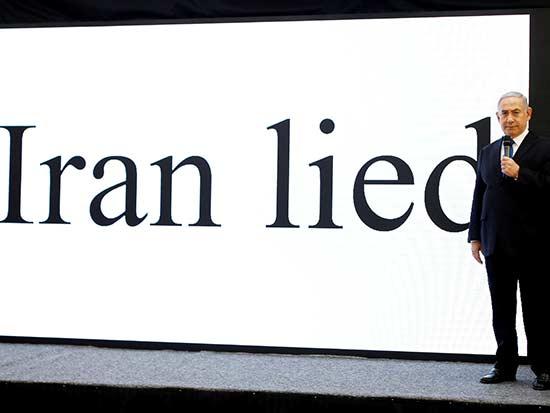 נתניהו מציג את המידע המודיעיני / צילום: רויטרס - Amir Cohen