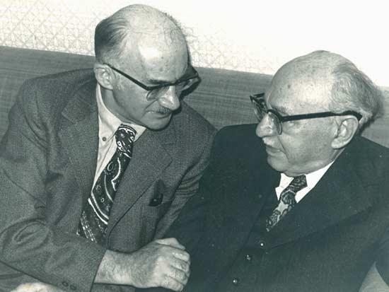 עם הנשיא לשעבר זלמן שזר / צילום: באדיבות משפחתו של אברהם סוצקבר