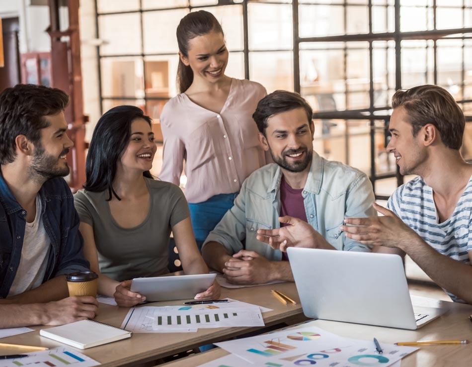 לימוד משותף במקום קורסים פרונטליים באולם הרצאות / צילום:  Shutterstock/ א.ס.א.פ קרייטיב